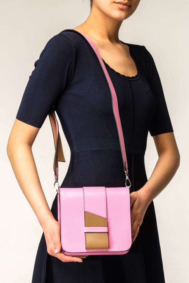 9131e30a4f4e Женская розовая сумка с коричневым ремешком Coccinelle купить в ...