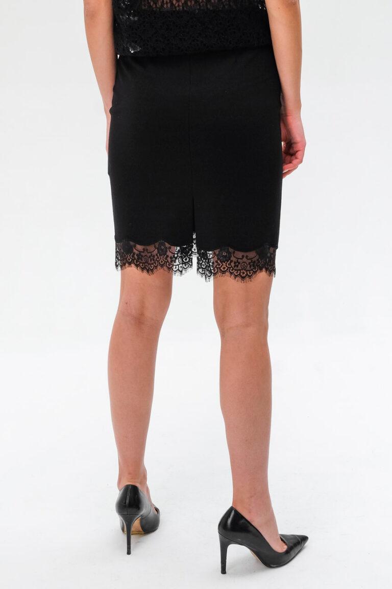70942e4bf282 Женская черная сумка с замшевой бахромой Love Moschino купить в ...